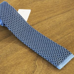 Cravatta in maglina fantasia fondo azzurro mod. 313